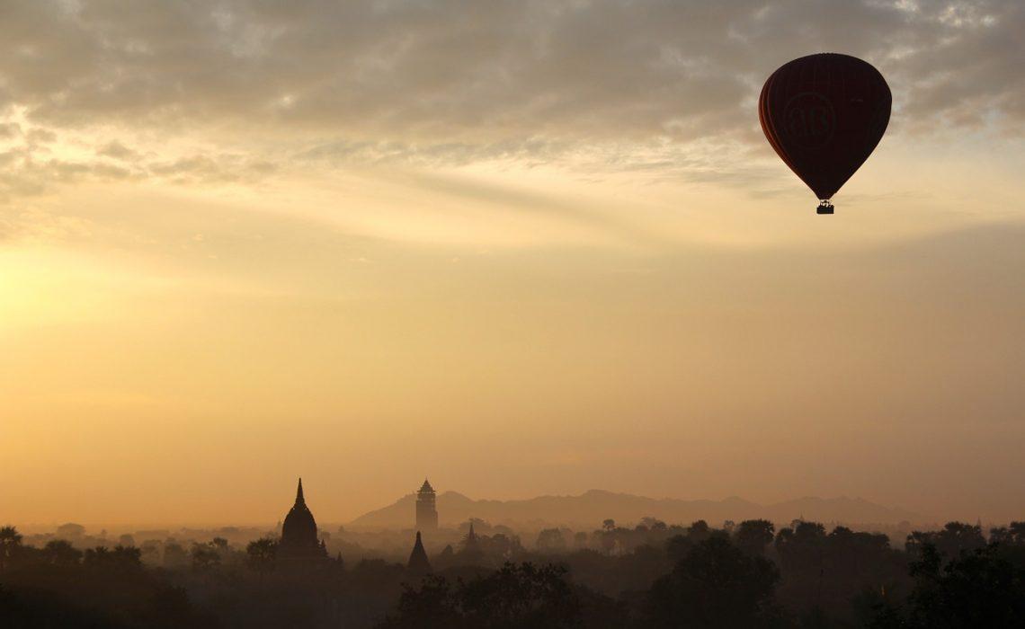 hot-air-balloon-ride-1029303_1280.jpg