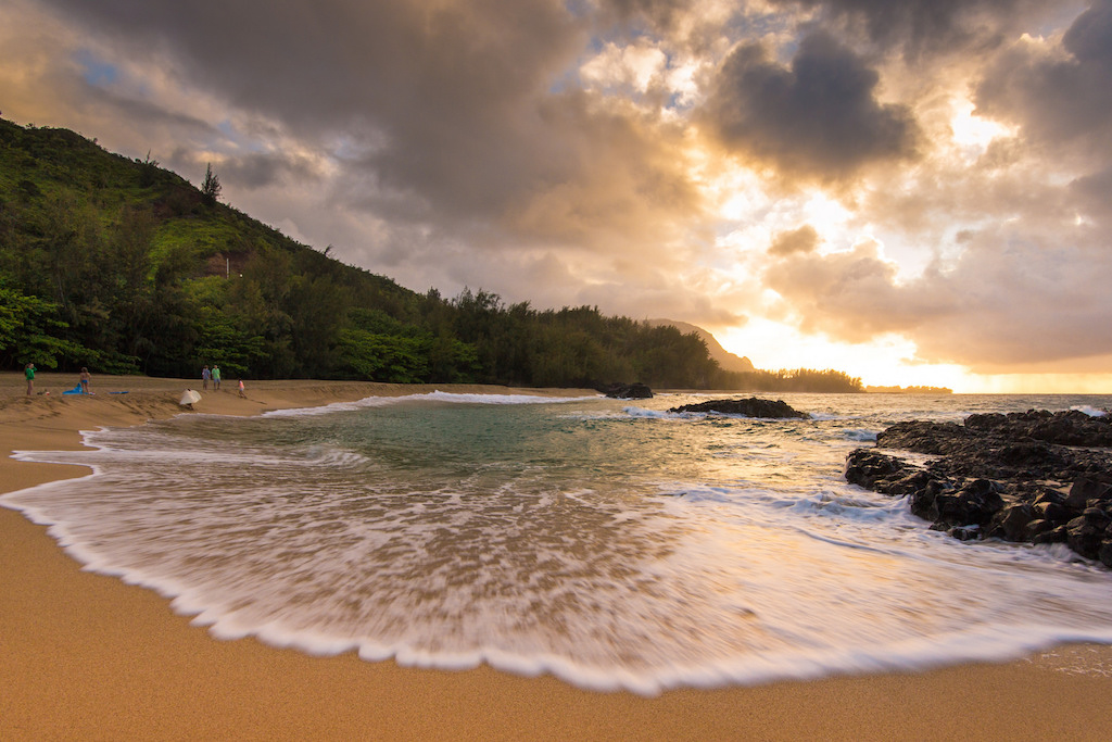 Hawaii Rides a Wave of Record Visitor Arrivals – Travel&Travel